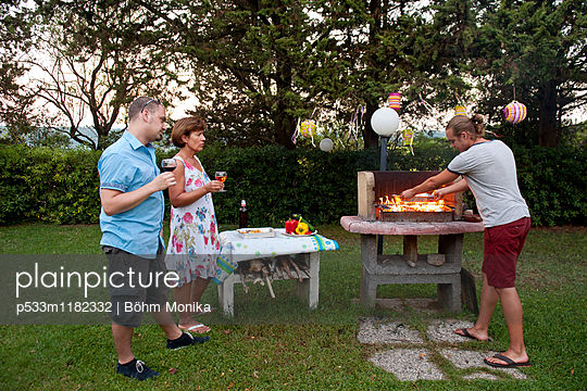 Grillabend - p533m1182332 von Böhm Monika