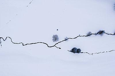 Bachlauf im Winter - p318m2087146 von Christoph Eberle
