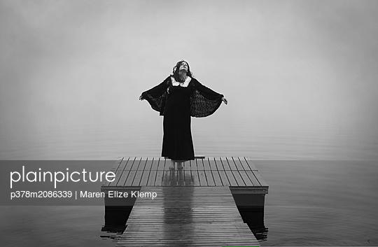 Heading For Nowhere - p378m2086339 by Maren Elize Klemp