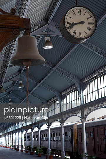 The clock above the platform of Eiffel\'s train station in Maputo