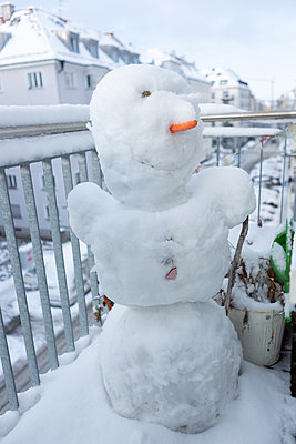 Winter in the city - p454m2100011 by Lubitz + Dorner