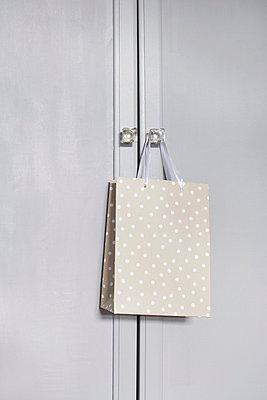 Shopping bag with polka dots - p4641006 by Elektrons 08
