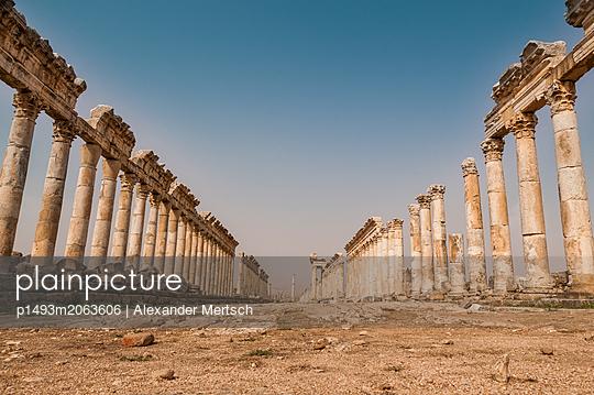 Ruinen der antiken Stadt Apameia im Norden Syriens - p1493m2063606 von Alexander Mertsch