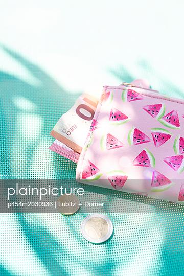 Summer cash - p454m2030936 by Lubitz + Dorner