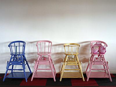 Four high chairs - p945m1496906 by aurelia frey
