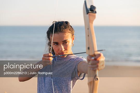 Bow Bullseye, Matalascañas, Spain - p300m2286213 von Julio Rodriguez