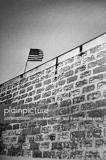 American flag and brick wall - p378m2235690 by Jean-Marc Caim and Valentina Piccinni