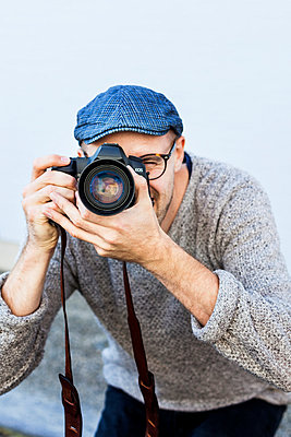 Mid adult man photographing outdoors - p1185m1015870f by Astrakan