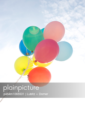 Colorful balloons - p454m1065531 by Lubitz + Dorner