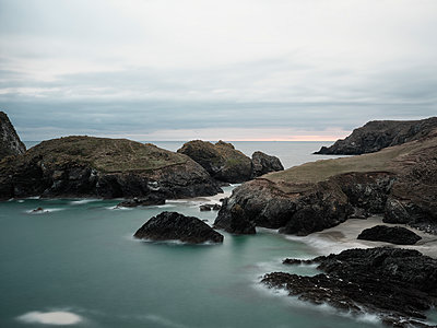 Kynance Cove - p1383m2026507 by Wolfgang Steiner