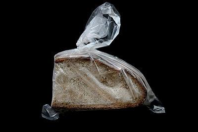 Frozen bread - p4500471 by Hanka Steidle