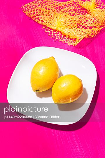 Lemons - p1149m2296688 by Yvonne Röder
