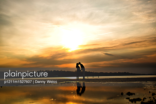 Lovers at sunset - p1211m1527607 by Danny Weiss