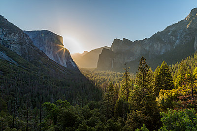 Morning view of sun peaking round El Capitan, Yosemite National Park, UNESCO World Heritage Site, California, United States of America, North America - p871m2023200 by Frank Fell