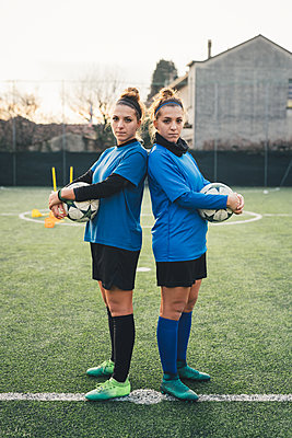 Portrait of female football players - p429m1578476 by Eugenio Marongiu