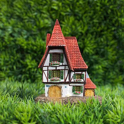 Toy house - p8130339 by B.Jaubert