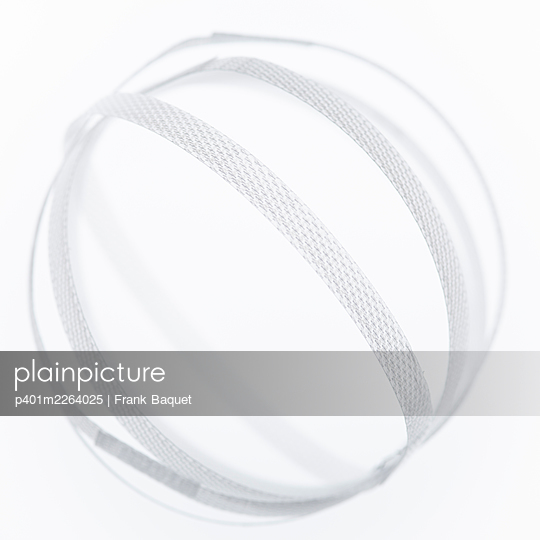 Plastic ribbon ball - p401m2264025 by Frank Baquet