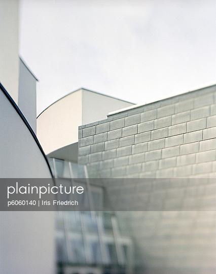 Moderne Architektur - p6060140 von Iris Friedrich