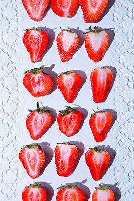 Strawberries - p1149m2116628 by Yvonne Röder