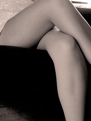 Frauenbeine - p1189m1034844 von Adnan Arnaout