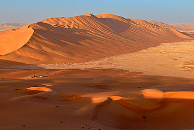 Oman, Dhofar, sand dunes in the Rub al Khali desert - p300m1587594 by Egmont Strigl
