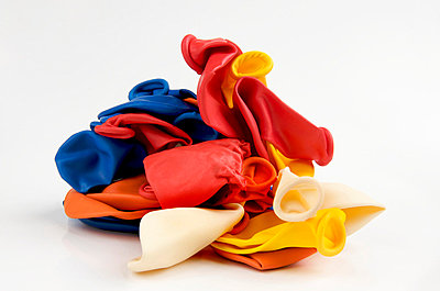 Empty balloons - p8130299 by B.Jaubert