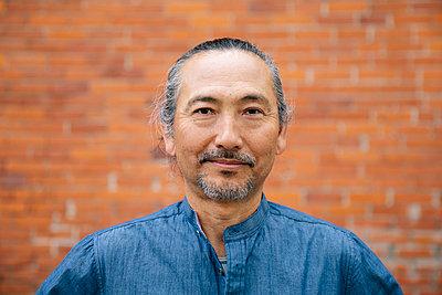 Portrait confident mature man - p1192m2110020 by Hero Images
