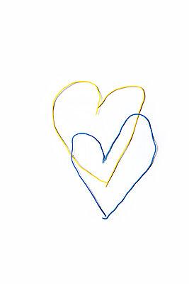 Zwei Herzen aus Draht - p1248m1503206 von miguel sobreira