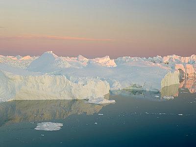 Greenland - p1087m854212 by Jorge Fuembuena