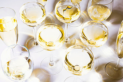 Glasses of wine - p1149m2043435 by Yvonne Röder