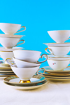Stacked cups - p1149m2125255 by Yvonne Röder