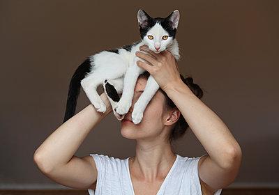 Tanz mit einer Katze - p1519m2124738 von Soany Guigand