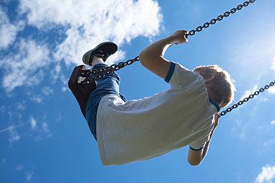 Boy in a swing - p236m2196625 by tranquillium