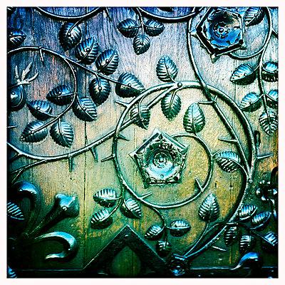 Blatt Verzierung an einer Tür der Frauenkirche - p979m1146600 von Werner Gritzbach