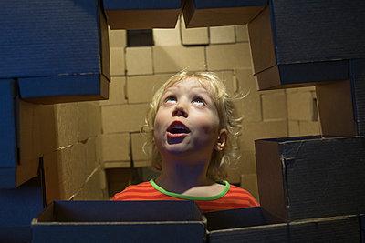 Portrait of astonished little boy - p300m2160582 by Irina Heß