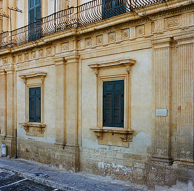 Palace in Noto - p453m925729 by Mylène Blanc