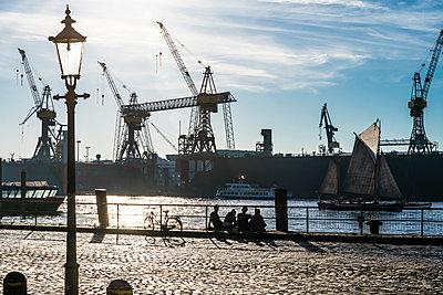 Hafenszene - p488m2028082 von Bias