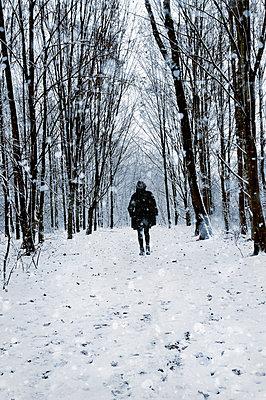 Schneespaziergang - p470m1539053 von Ingrid Michel