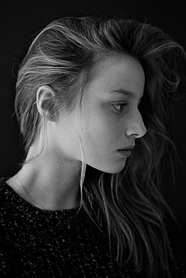 Portrait Of A Serious Young Woman In Profile With Long Hair   - p847m889157 by Bildhuset