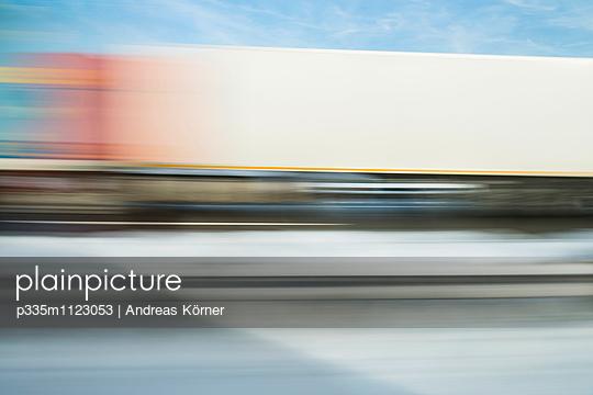 Autobahnfahrt - p335m1123053 von Andreas Körner