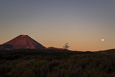 Tongariro - p1369m1222389 by Chris Hooton