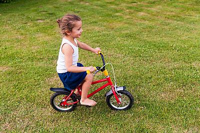 Children's bike - p756m854963 by Bénédicte Lassalle