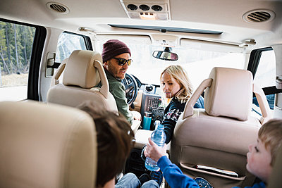 Family on road trip, riding in SUV - p1192m2094096 by Hero Images
