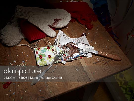 Kinderspiele - Schokoladen Wettessen - p1322m1154908 von Marie-Therese Cramer