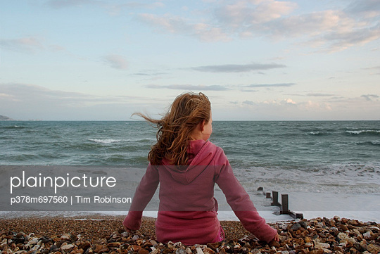 Girl at sea shore - p378m697560 by Tim Robinson