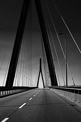 Köhlbrandbrücke in Hamburg I - p1493m1584648 von Alexander Mertsch
