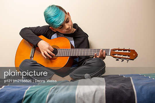 Boy with acuostic guitar - p1211m2168826 by Danny Weiss