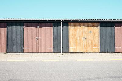 Lagerschuppen im Industriehafen von Hirtshals - p1162m2031486 von Ralf Wilken