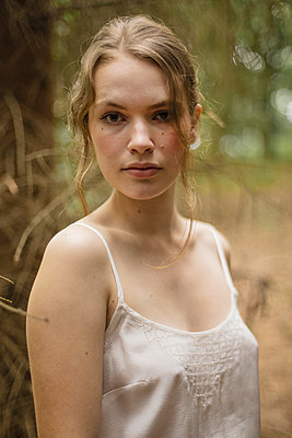 beautiful young woman in a forest - p1548m2126614 by Jutta Klee