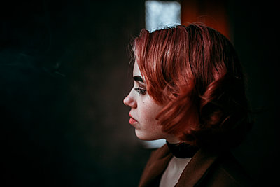 Pensive Caucasian woman with red hair - p555m1491639 by Aliaksandr Liulkovich